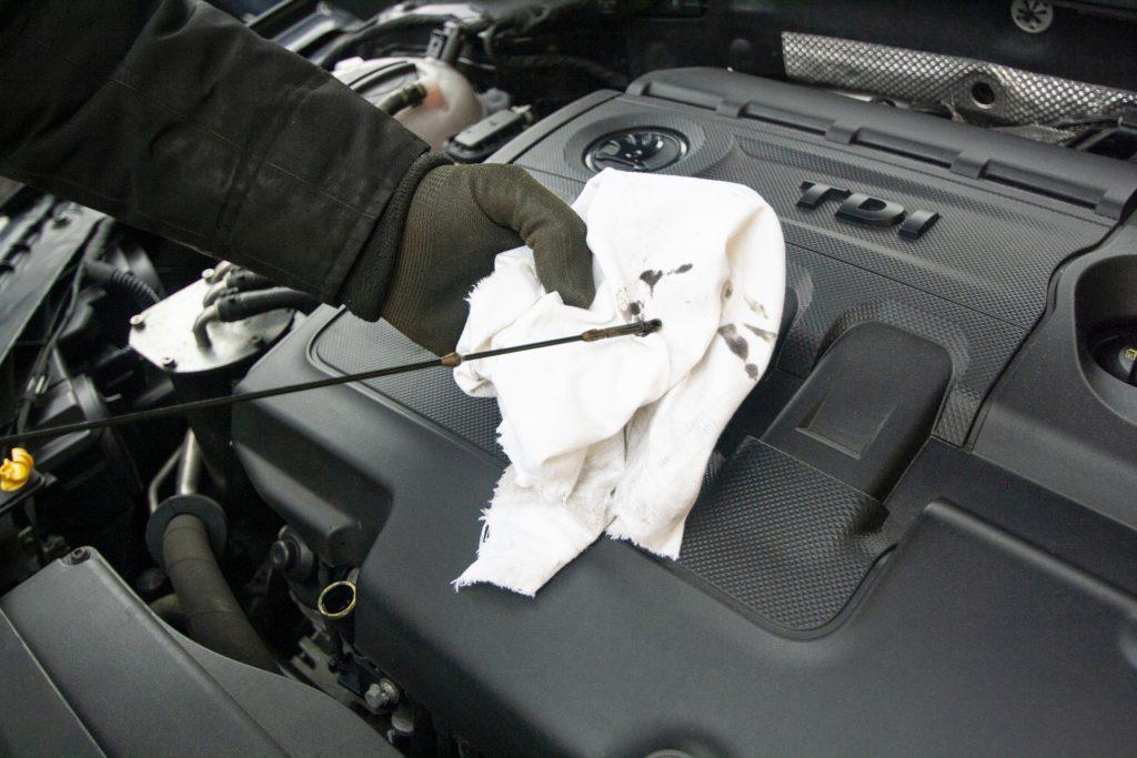 image of maintenance motor oil