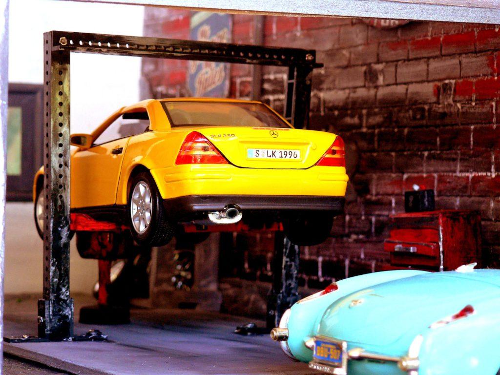 image of mechanic garage